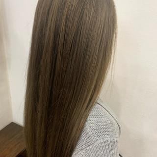 ブラウン ハイライト ブラウンベージュ ロング ヘアスタイルや髪型の写真・画像