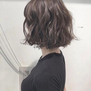 透明感 切りっぱなしボブ グレージュ 外ハネ ヘアスタイルや髪型の写真・画像
