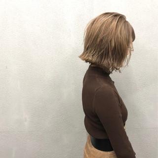 簡単スタイリング ヌーディーベージュ 外ハネ 切りっぱなしボブ ヘアスタイルや髪型の写真・画像