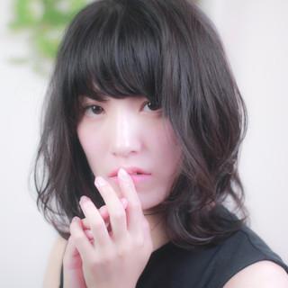 黒髪 フェミニン パーマ ミディアム ヘアスタイルや髪型の写真・画像