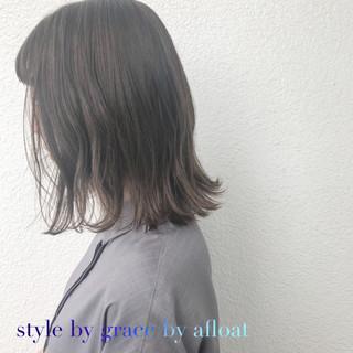 外国人風 ミディアム アッシュグレージュ グレージュ ヘアスタイルや髪型の写真・画像