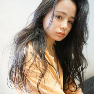 ウェーブ 黒髪 リラックス アンニュイ ヘアスタイルや髪型の写真・画像 ヘアスタイルや髪型の写真・画像