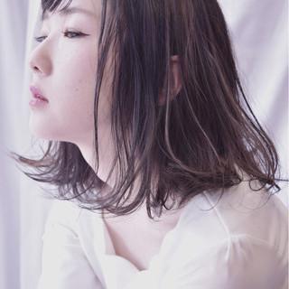 ミディアム アンニュイ ウェーブ リラックス ヘアスタイルや髪型の写真・画像