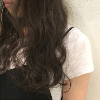 暗髪 アッシュベージュ グレージュ ロング ヘアスタイルや髪型の写真・画像