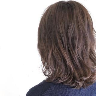 アッシュ フリンジバング ナチュラル 前髪あり ヘアスタイルや髪型の写真・画像