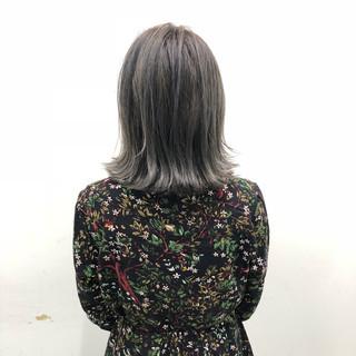 フェミニン ショートボブ グレージュ 外国人風カラー ヘアスタイルや髪型の写真・画像