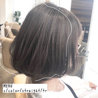 グレージュ ストレート 前髪 ナチュラル ヘアスタイルや髪型の写真・画像