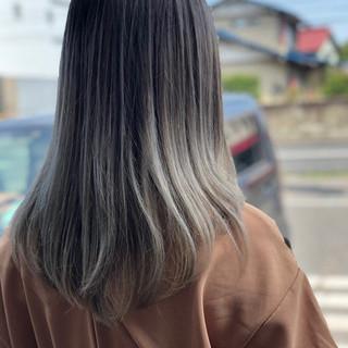 グレージュ ロング グラデーションカラー エレガント ヘアスタイルや髪型の写真・画像