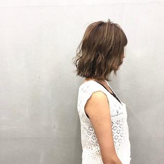 ボブ 簡単スタイリング アッシュベージュ ハイライト ヘアスタイルや髪型の写真・画像