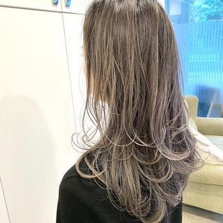 ストリート コントラストハイライト グレージュ バレイヤージュ ヘアスタイルや髪型の写真・画像