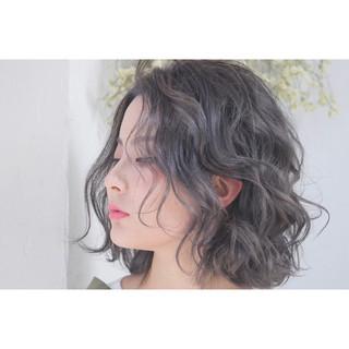 アッシュ フリンジバング 前髪あり パーマ ヘアスタイルや髪型の写真・画像