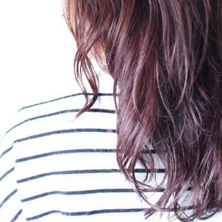 パーマ ゆるふわ ナチュラル ピンク ヘアスタイルや髪型の写真・画像