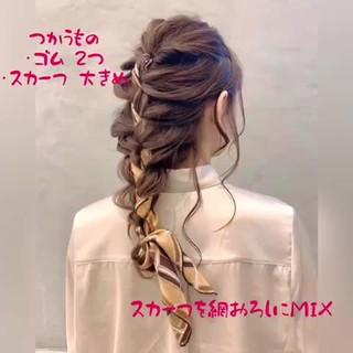 スカーフアレンジ 編み込み ミディアム ヘアアレンジ ヘアスタイルや髪型の写真・画像