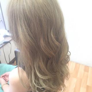 ガーリー ハイライト 外国人風 グラデーションカラー ヘアスタイルや髪型の写真・画像