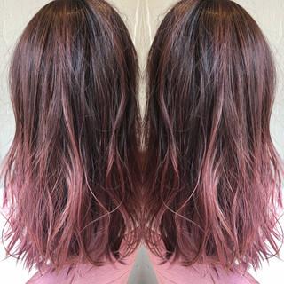 ナチュラル バレイヤージュ ピンクアッシュ グレージュ ヘアスタイルや髪型の写真・画像