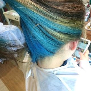 インナーカラー 派手髪 ブルー セミロング ヘアスタイルや髪型の写真・画像