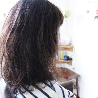 セミロング ゆるふわ 外国人風 アッシュ ヘアスタイルや髪型の写真・画像