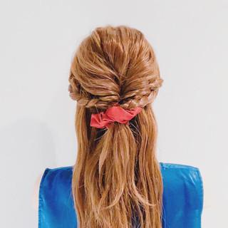 ロング フェミニン くるりんぱ 簡単ヘアアレンジ ヘアスタイルや髪型の写真・画像