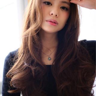 ロング パーマ アッシュ フェミニン ヘアスタイルや髪型の写真・画像