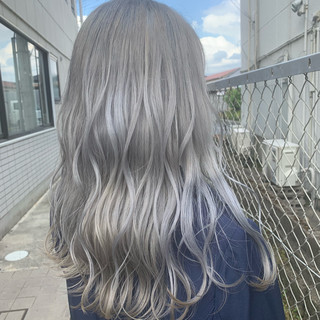 ホワイトシルバー ホワイトカラー モード ロング ヘアスタイルや髪型の写真・画像