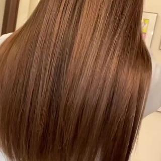 バレイヤージュ グレージュ ロング コントラストハイライト ヘアスタイルや髪型の写真・画像