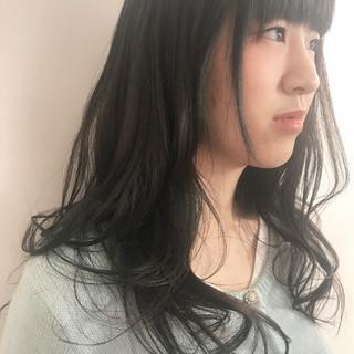 セミロング ナチュラル 暗髪 前髪パッツン ヘアスタイルや髪型の写真・画像