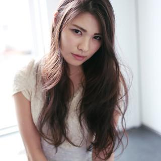 外国人風 ゆるふわ 暗髪 ナチュラル ヘアスタイルや髪型の写真・画像