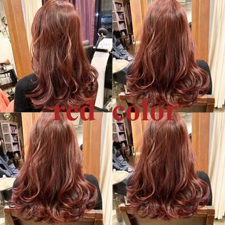 ラベンダーピンク レッドカラー レッドブラウン アウトドア ヘアスタイルや髪型の写真・画像