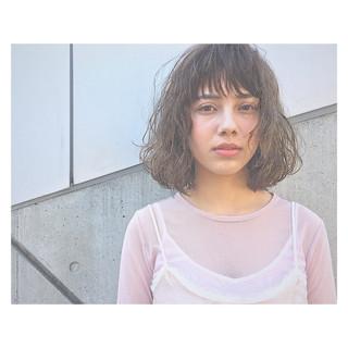 アッシュ 前髪あり パーマ 外国人風 ヘアスタイルや髪型の写真・画像