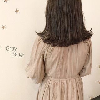 ミディアム ストリート ダブルカラー グレージュ ヘアスタイルや髪型の写真・画像