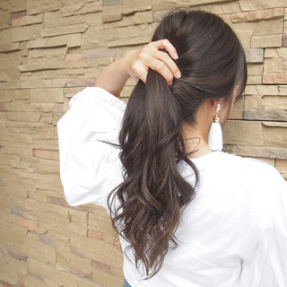 ウェーブ ハイライト デート フェミニン ヘアスタイルや髪型の写真・画像