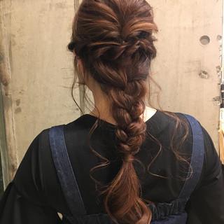 ロング デート フェミニン 編み込み ヘアスタイルや髪型の写真・画像 ヘアスタイルや髪型の写真・画像