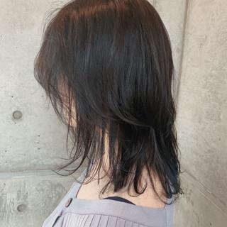 ミディアム インナーブルー インナーカラー ブルーアッシュ ヘアスタイルや髪型の写真・画像