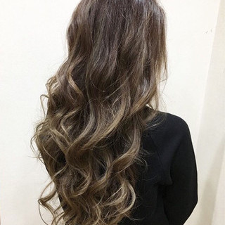 ロング グレージュ 外国人風カラー ハイライト ヘアスタイルや髪型の写真・画像