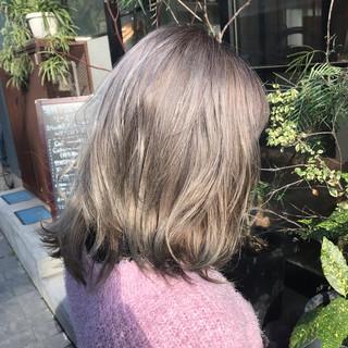 アッシュベージュ フェミニン 外国人風カラー シルバー ヘアスタイルや髪型の写真・画像