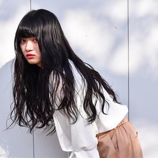 暗髪 グレージュ ロング ゆるふわ ヘアスタイルや髪型の写真・画像