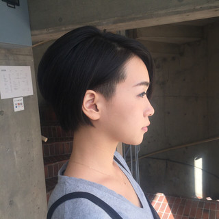 ショート モード 刈り上げ 大人女子 ヘアスタイルや髪型の写真・画像