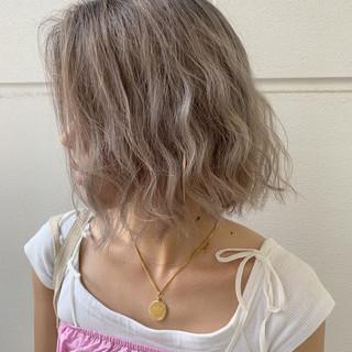 ヘアアレンジ バレイヤージュ ベージュ ミルクティーベージュ ヘアスタイルや髪型の写真・画像