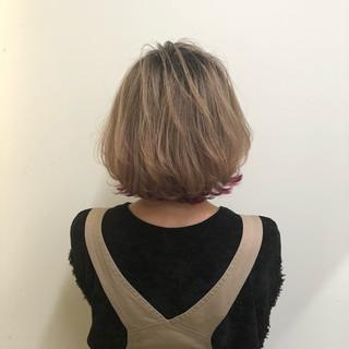 グレージュ ガーリー 外ハネ ショートボブ ヘアスタイルや髪型の写真・画像