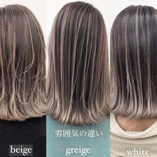 グレージュ グラデーションカラー エレガント バレイヤージュ ヘアスタイルや髪型の写真・画像