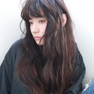 暗髪 外国人風 ロング パーマ ヘアスタイルや髪型の写真・画像