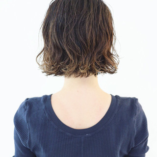 ストリート ミニボブ グラデーションカラー バレイヤージュ ヘアスタイルや髪型の写真・画像