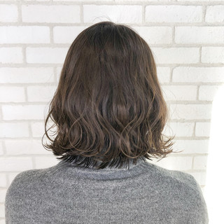 ベージュ オフィス パーマ ナチュラル ヘアスタイルや髪型の写真・画像
