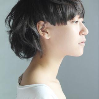 グレー 刈り上げ グラデーションカラー モード ヘアスタイルや髪型の写真・画像 ヘアスタイルや髪型の写真・画像