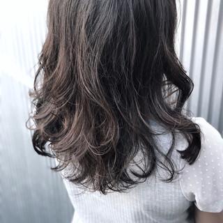 ナチュラル セミロング 透明感 アッシュ ヘアスタイルや髪型の写真・画像