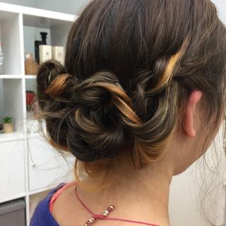 ミディアム 簡単ヘアアレンジ フェミニン ヘアアレンジ ヘアスタイルや髪型の写真・画像