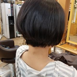切りっぱなし 黒髪 くせ毛風 オフィス ヘアスタイルや髪型の写真・画像