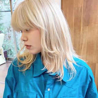 ホワイトカラー ハイトーン ミディアム ブロンド ヘアスタイルや髪型の写真・画像