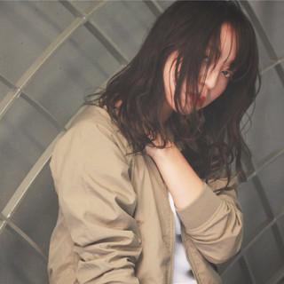 ミディアム ストリート ウェットヘア 黒髪 ヘアスタイルや髪型の写真・画像