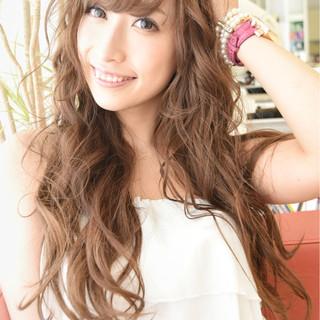 外国人風 フェミニン パーマ ストリート ヘアスタイルや髪型の写真・画像